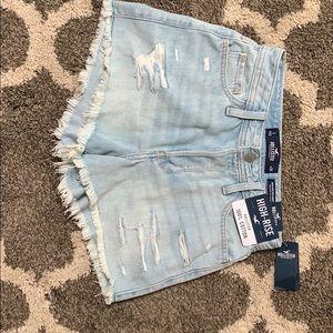 "Never worn Hollister Mom Shorts 3"""